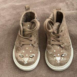 Gap size 6 cute girls shoes!!